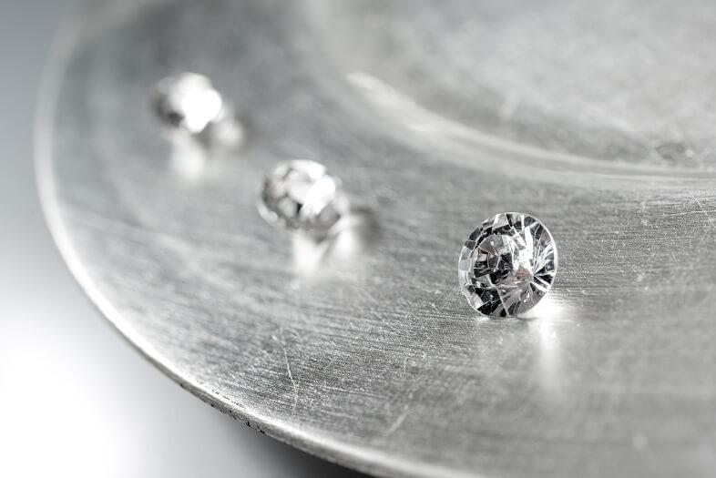 Diamant transparent et blanc