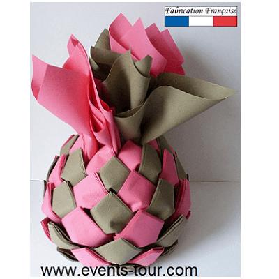 Distributeur ananas avec 70 pliages de serviette rose fuchsia et chocolat