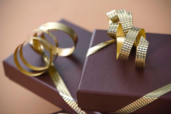 Emballage cadeaux bolduc or