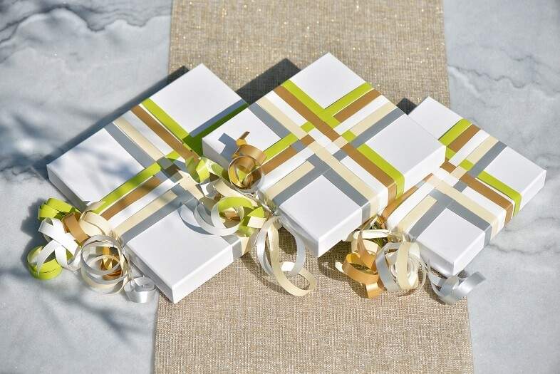 Emballage de cadeau argent