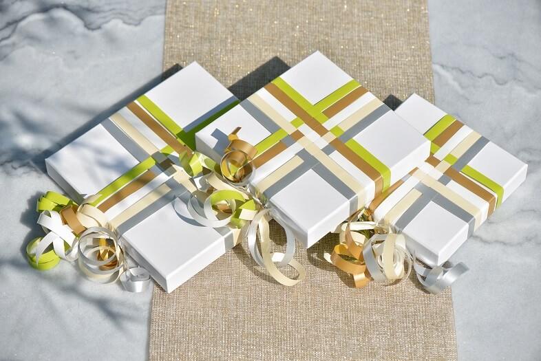 Emballage de cadeau or