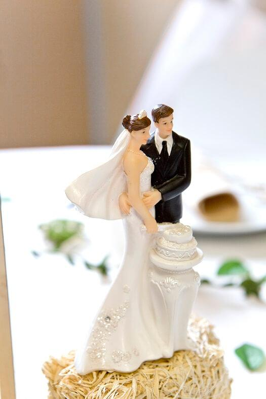 Figurine gateau de mariage couple de maries amoureux