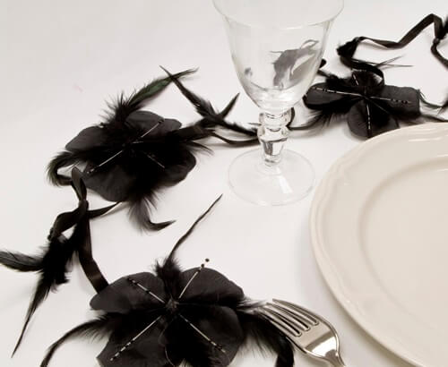 Guirlande de fleurs en plume noire