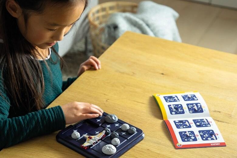 Jeux compact de reflexion pour enfants alerte asteroides