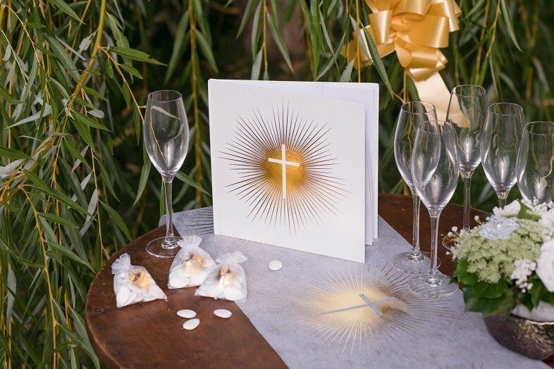 Livre communion blanc et or metallique elegant