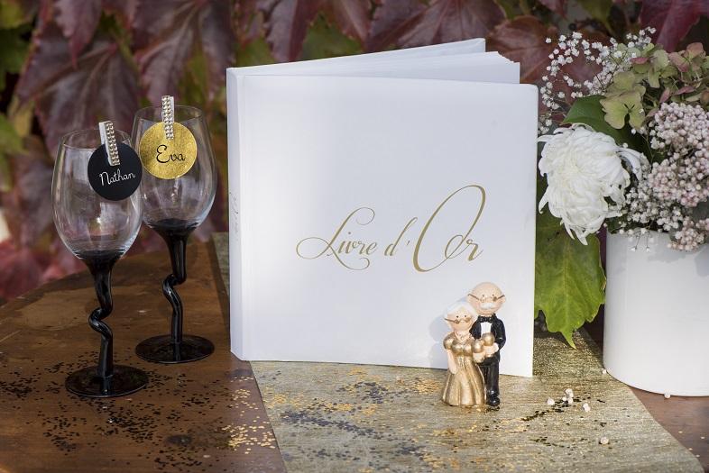 Livre dor et tirelire aaniversaire de mariage coeur blanc et or