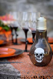 Location Halloween avec ampoule tête de mort (x1) REF/EV-412