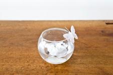 Location d'un petit vase boule en verre épais transparent de 10cm. (x1) REF/EV-338