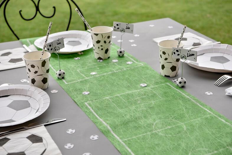 Pack decoration anniversaire foot vert avec gobelet serviette chemin et assiette