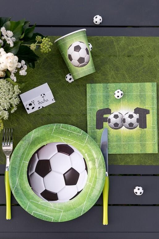 Pack vaisselle foot vert avec gobelet serviette chemin et assiette