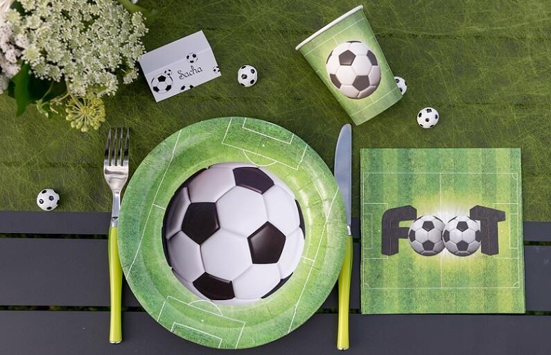 Pack vaisselle jetable foot vert avec gobelet serviette chemin et assiette