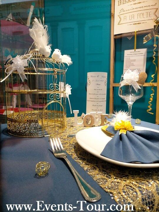 Pliage de serviette elegant mariage bleu et or
