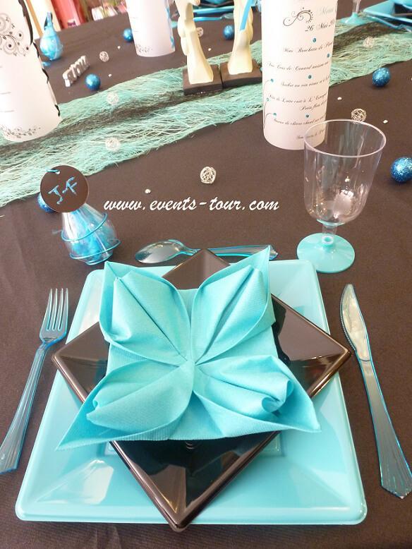 Pliage de serviette elegant nenuphar bleu turquoise