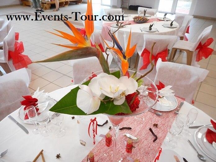 Pliage de serviette elegant rouge et blanc theme des iles