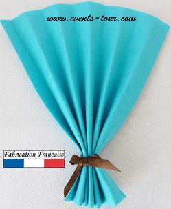 Pliage de serviette eventail bleu turquoise 1
