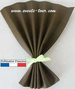 Pliage de serviette eventail chocolat