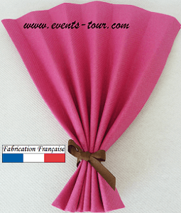 Pliage de serviette eventail fuchsia