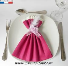 Pliage de serviette glamour framboise et blanc (x1) REF/10060