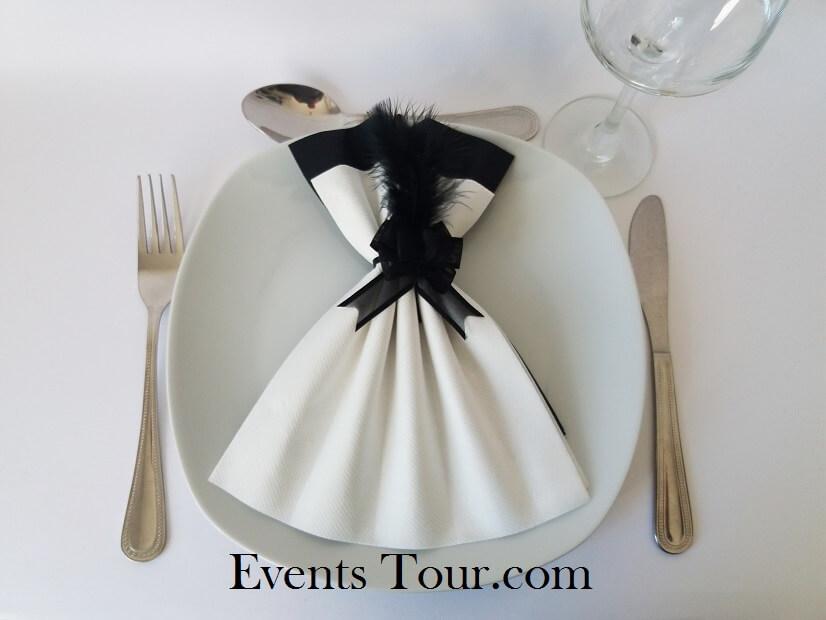 Pliage de serviette glamour blanc et noir