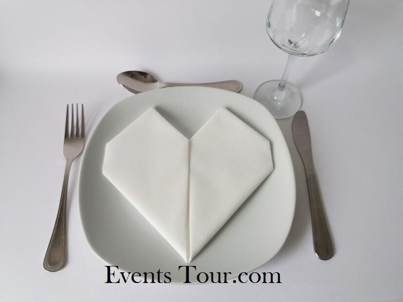 Pliage de serviette mariage coeur blanc