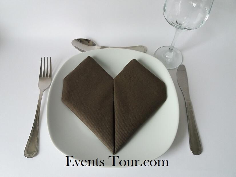 Pliage de serviette mariage coeur chocolat