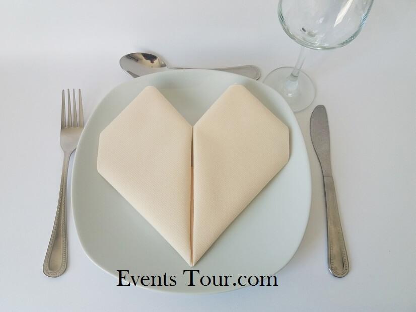 Pliage de serviette mariage coeur ivoire