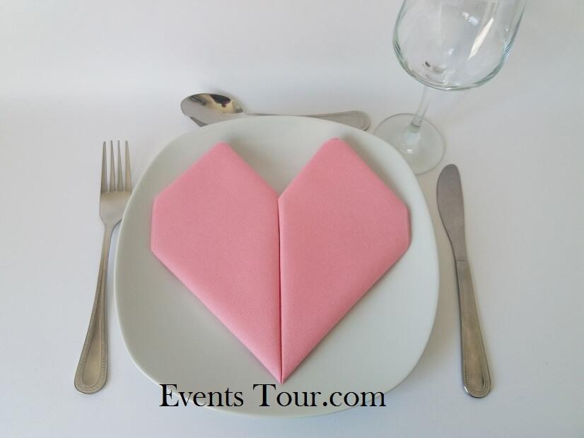 Pliage de serviette mariage coeur rose