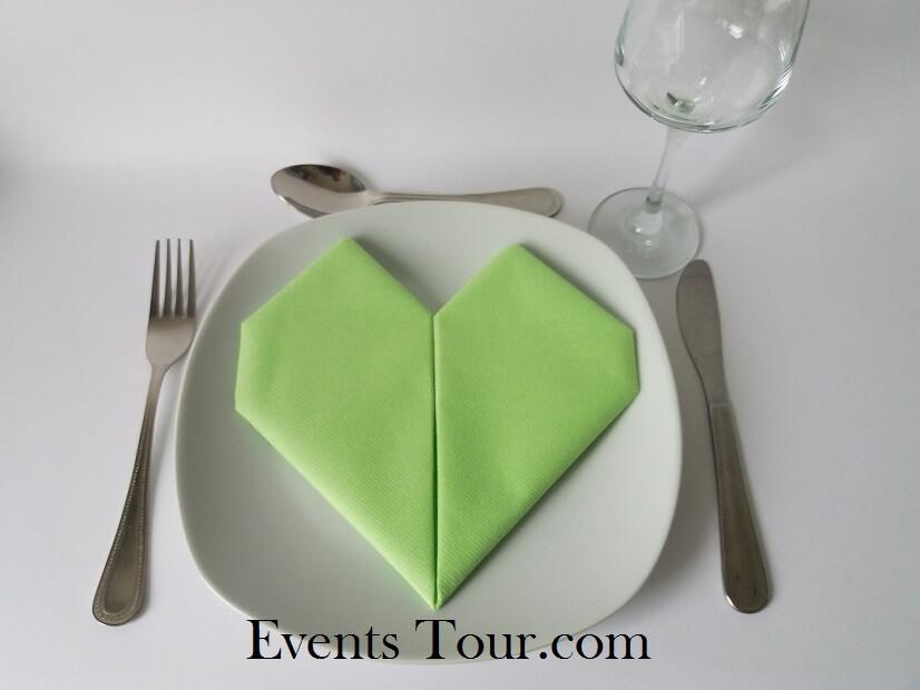Pliage de serviette mariage coeur vert