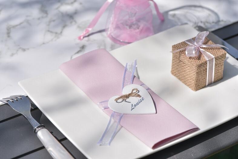 Pliage de serviette mariage rose et blanc