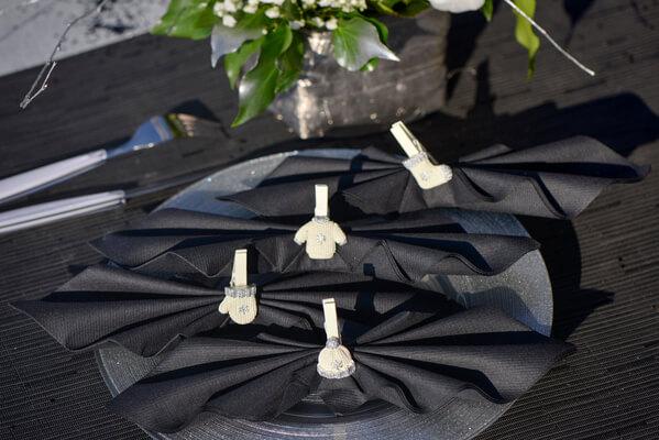 Pliage de serviette noir et argent 1