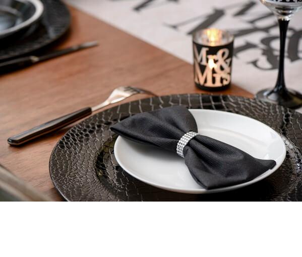 Pliage de serviette noir et transparent