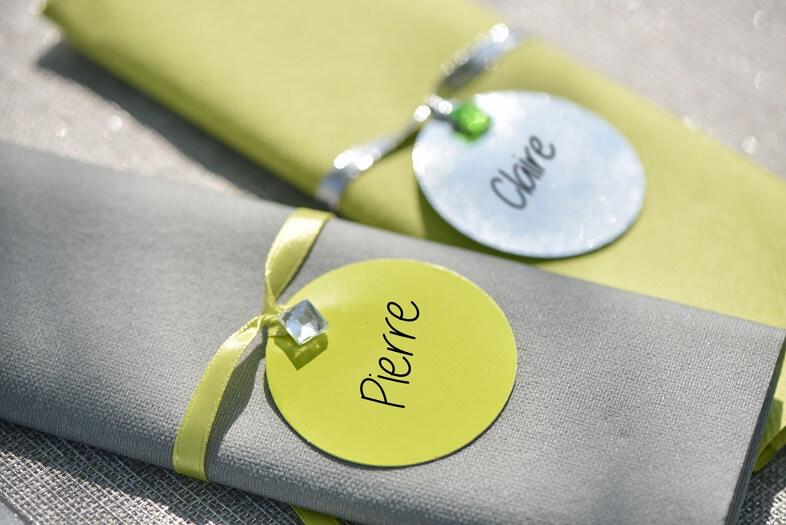 Pliage de serviette vert et transparent