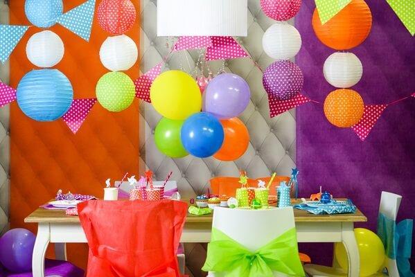 Savoir gonfler un ballon pour decoration de salle