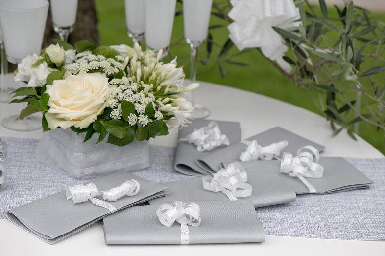 Serviette de table airlaid grise et argentee