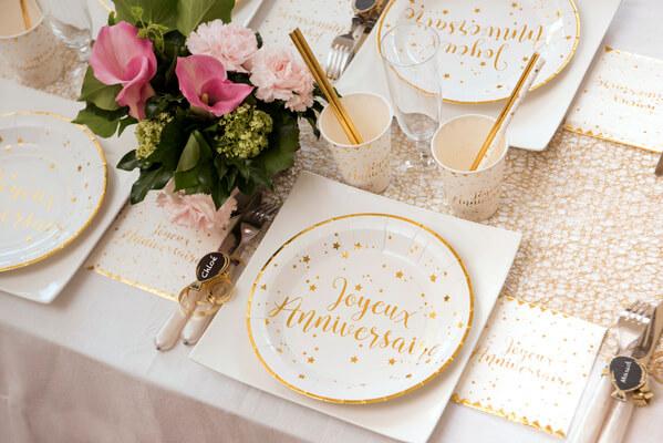 Serviette de table joyeux anniversaire blanc et or