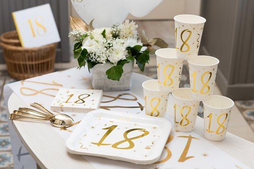 Serviette de table joyeux anniversaire blanche et doree 18ans