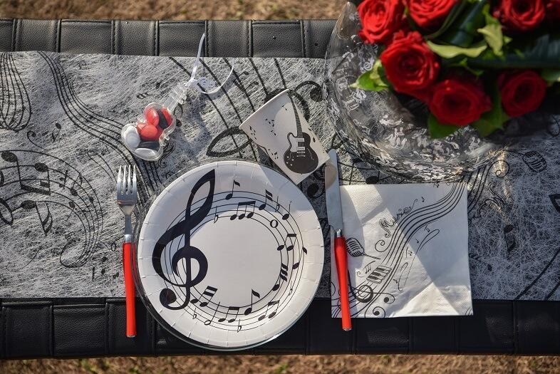 Serviette de table musique blanche et noire