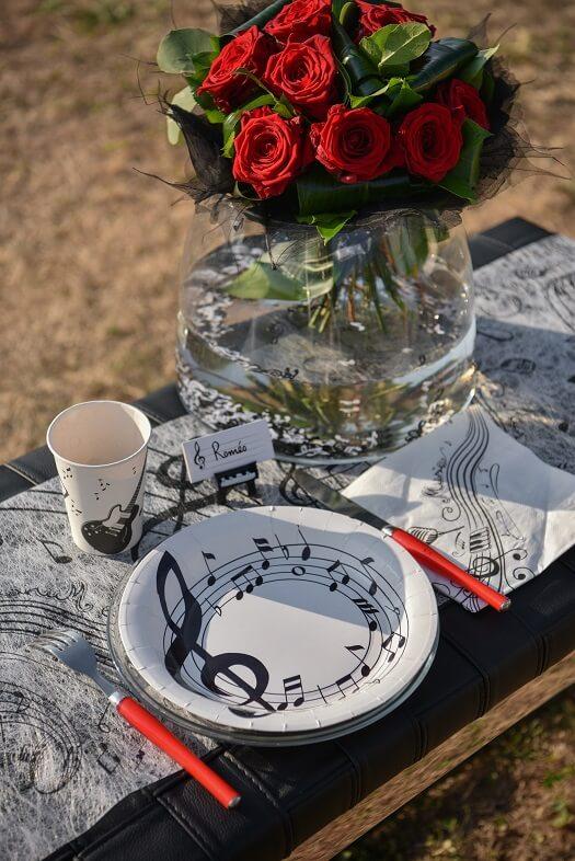 Serviette de table musique noire et blanche