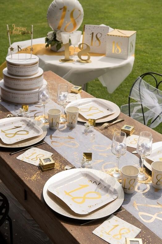 Serviette et chemin de table anniversaire 18ans or et blanc