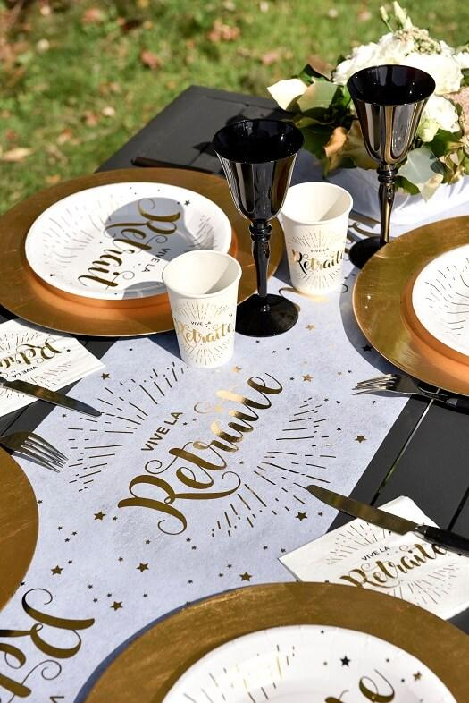 Table de fete retraite elegant blanc et or