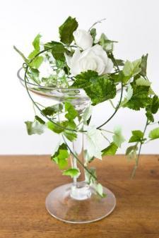 Location d'un vase élégant coupe sur pied en verre de 30cm pour décoration. REF/EV-324